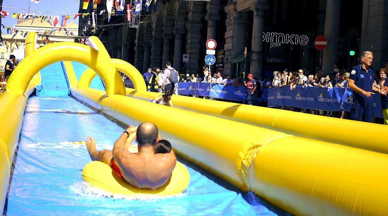 City Slide scivolo gonfiabile Genova Costa Crociere